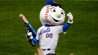 Mets Mascot Flips Fans the Middle Finger - Video