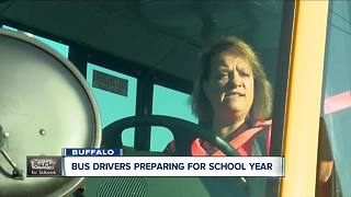 Tips from a bus driver: crossing safely - Video