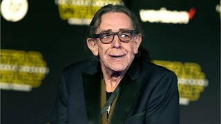 Star Wars Chewbacca Peter Mayhew Dies At 74