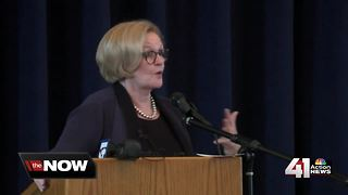 Sen. McCaskill campaigns in Kansas City - Video