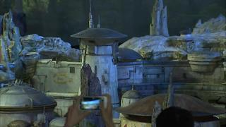Star-Wars themed lands unveiled at Disneyland! - Video