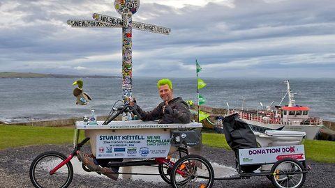 Wacky races – Dad of four cycles in bath tub from John O' Groats to Lands End  in 14 day challenge