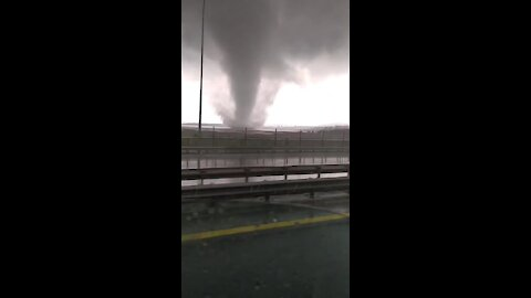 Massive tornado near Istanbul captured on camera