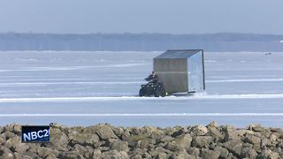 Gearing up for sturgeon spearing on Lake Winnebago - Video