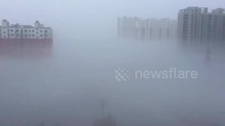 Skyscrapers in China swallowed by thick smog - Video
