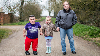 Dad With Dwarfism Powerlifting His Way To 2020 Paralympics: BORN DIFFERENT - Video