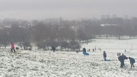 Londoners Enjoy Sunday Morning Snow on Primrose Hill
