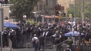 Scuffles Break Out After Friday Prayers Near Temple Mount in East Jerusalem - Video