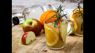 How to make hot apple rosemary gin