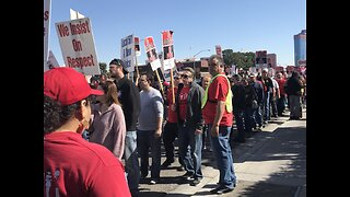 Culinary Union members picket in front of Palms