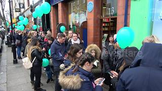 Hundreds of Londoners queue for free doughnuts - Video