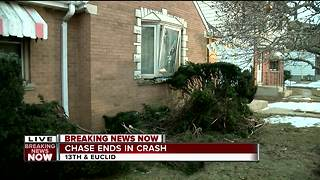 Overnight police chase ends with crash into home on Milwaukee's south side - Video