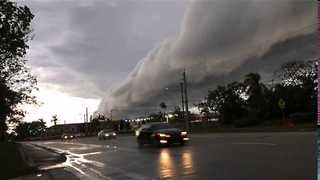 Dramatic Roll Cloud Sweeps Across Southern Florida - Video