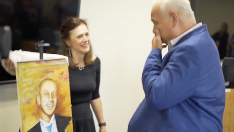 Artist who received heart donation presents parents of donor with portrait of their son