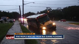 Police rescue students, adults from flooded bus - Video
