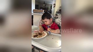 Hilarious moment kid falls asleep at the dinner table - Video