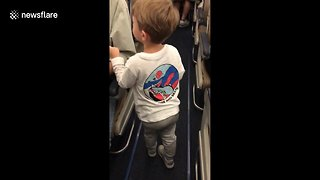 3-Year-Old Adorably Introduces Himself To Plane Passengers
