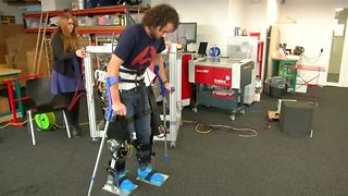 Student-built exoskeleton mimics human knee - Video