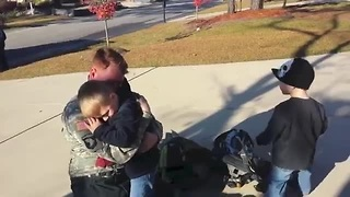 Soldier surprises his kids dressed as fireman - Video