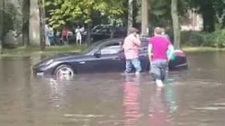 Porsche Swamped in Heavy Minsk Flood - Video