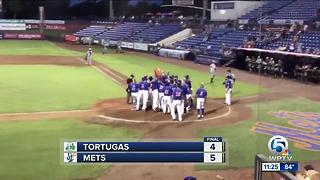 Tebow Hits Walk-Off Homerun - Video
