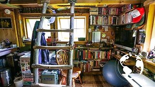 This Man's Off-Grid Home in Maine Looks Very Cosy - Video