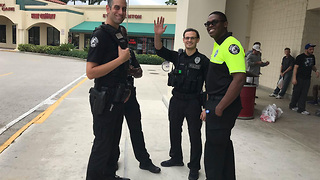Delray Beach police spread holiday cheer - Video