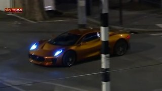 Helicopters and fast cars take over Rome with James Bond filming - Video
