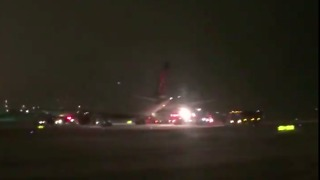 Vikings Plane Skids Off Runaway Night Before Packers Game - Video