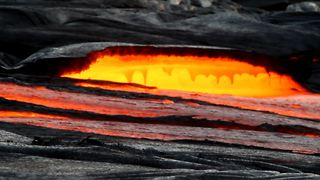 Daredevil Adventurer Risks Life To Film Lava Flow In Hawaii - Video
