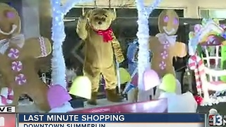 Last-minute shoppers treated with Christmas parade at Downtown Summerlin - Video