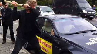 Man smashes up his own BMW - Video