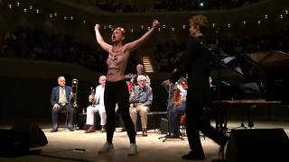 Femen Protesters Interrupt Woody Allen Jazz Concert in Hamburg - Video