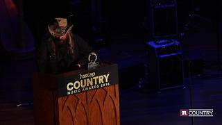 Chris Stapleton accepts the ASCAP Vanguard Award | Rare Country - Video