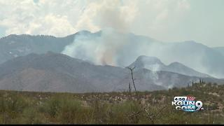 Firefighters channel forces against Burro blaze - Video