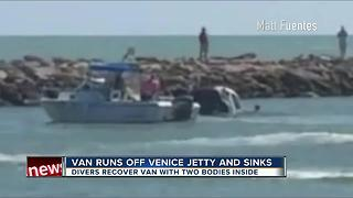 Van runs off Venice jetty and sinks - Video