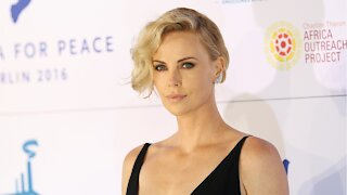 Charlize Theron's Daughter Does Her Makeup