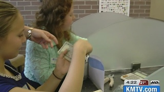 La Vista-Papio students learn banking skills - Video