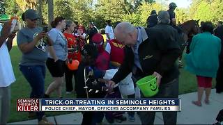 Mayor, Police Chief trick-or-treat in Seminole Heights on Halloween - Video