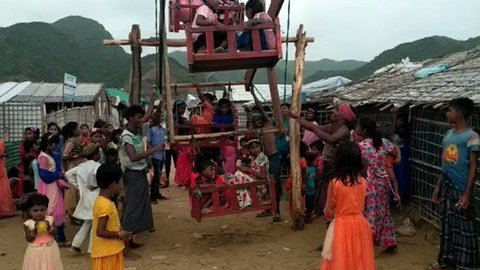 Refugee Children Enjoy Ferris Wheel at Rohingya Camp as Rain Lets Up