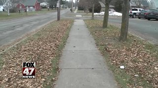 Parents say walk from school isn't safe - Video