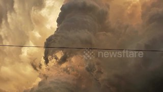 Massive wall cloud in US Great Plains looks like the end of days - Video