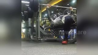 This is why should should never lift heavy weights alone - Video