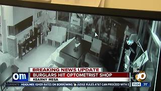 Thieves steal high-end glasses - Video