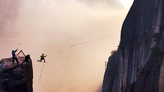 Daredevil throws himself off 800ft cliff - Video