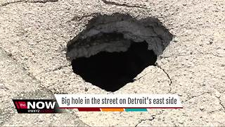 Big hole opens in street in Detroit - Video