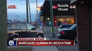Police at scene of barricaded gunman inside restaurant in Lincoln Park - Video