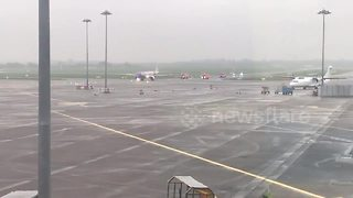 Plane makes emergency landing in Dublin - Video