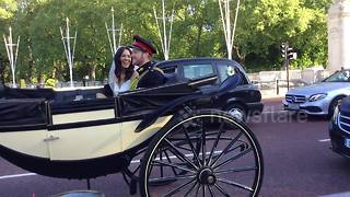 Harry And Meghan, Could It Be You? Lookalikes Take Carriage To Buckingham Palace - Video