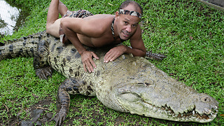 Chito The Costa Rican Crocodile Wrestler - Video